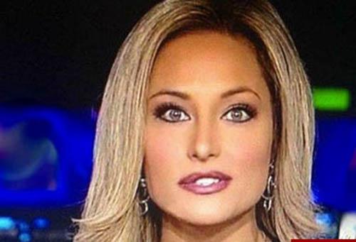 اخراج خانم مجری زیبای تلویزیون بخاطر حمایت از ترامپ +عکس