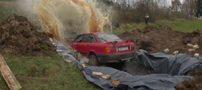غوطه ور کردن ماشین در گودال پر از نوشابه