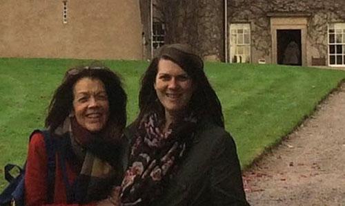 روحی که با این دو زن عکس یادگاری گرفت +تصاویر