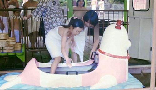 گردش لخت و مختلط در اولین پارک حمام دنیا +تصاویر
