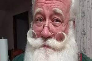 مرگ کودک بعد از رسیدن به آرزو در آغوش بابانوئل +تصاویر