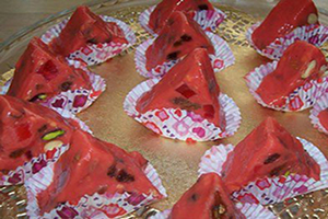 روش درست کردن شکلات هندوانه ای یلدا