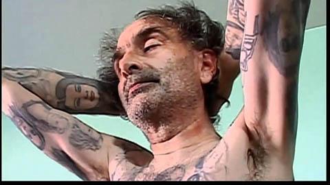 خالکوبی عکسهای جولیا رابرتز روی تمام بدن مرد طرفدارش