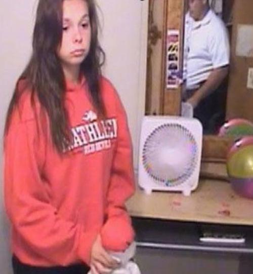 جنجال زایمان مخفیانه دختر 14 ساله درحمام +تصاویر