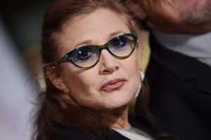 بازیگر زن مشهور در حین پرواز هواپیما سکته کرد +عکس