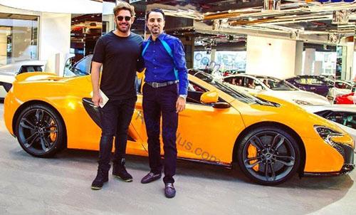 گلزار در حال خرید ماشین لوکس در دبی + عکس