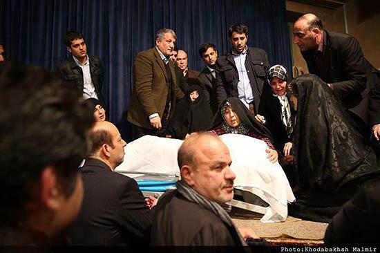 تصاویر گریه و شیون فرزندان ایت الله هاشمی + فیلم وداع