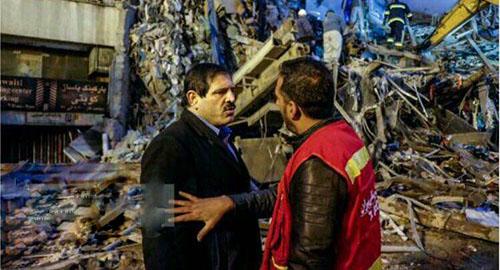 برخورد آتش نشانان با عباس جدیدی در حادثه پلاسکو +تصاویر