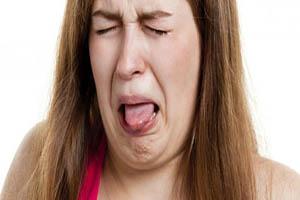 علت مزه فلز در دهان و راه درمان