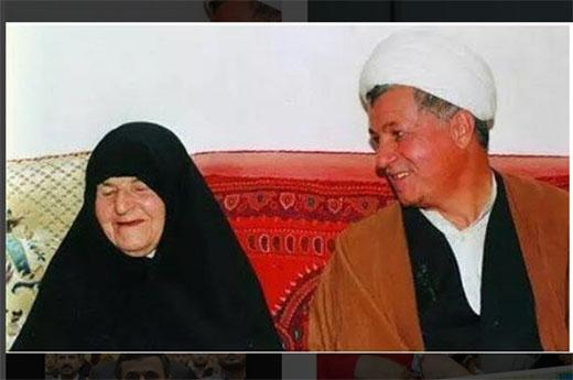 عکس آیت الله هاشمی در کنار مادرش