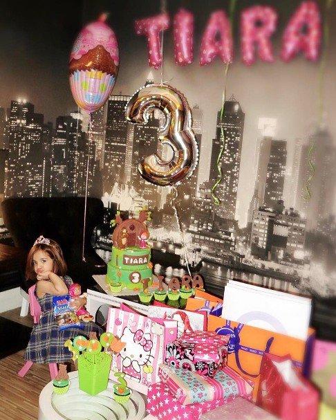 جشن تولد زیبای تیارا دختر رضا صادقی (تصاویر)