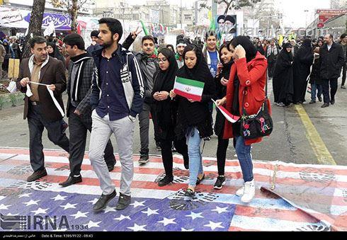 تصاویر جالب و سوژه های راهپیمایی 22 بهمن 95