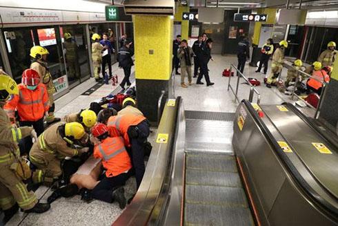خودسوزی هولناک در مترو (تصاویر)