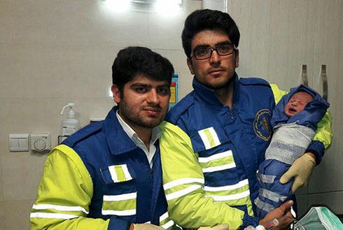 عملیات برای زایمان زنی در نیمه شب برفی فرحزاد (عکس)