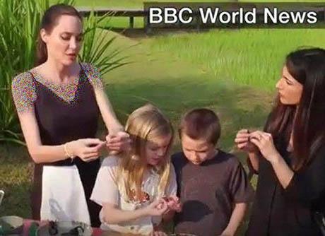 خوردن سوسک و عنکبوت زنده توسط انجلینا جولی (تصاویر)