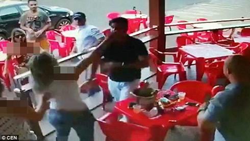 کتک کاری این زن و شوهر هنگام لو رفتن خیانت مرد (عکس و فیلم)