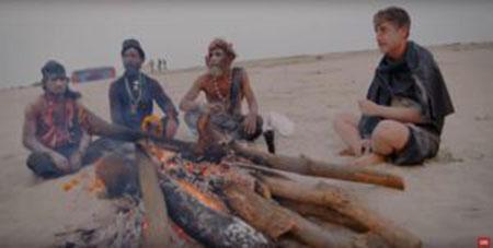 آدمخواری رضا اصلان مجری معروف در قبیله ادمخوارها (تصاویر)