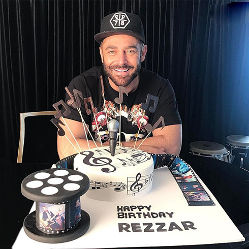 جشن تولد محمد رضا گلزار با کیک مخصوص (تصاویر)