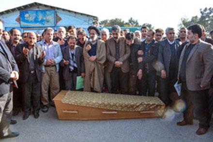 تصاویر و فیلم تشییع و دفن پیکر عارف لرستانی در کرمانشاه