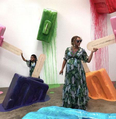 ظاهر بیانسه خواننده معروف در ماه اخر بارداری (عکس)
