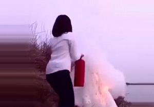 عروسی که خود را جلوی دوربین آتش زد (فیلم)