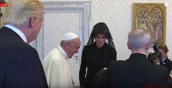پوشش ملانیا همسر ترامپ در مقابل پاپ