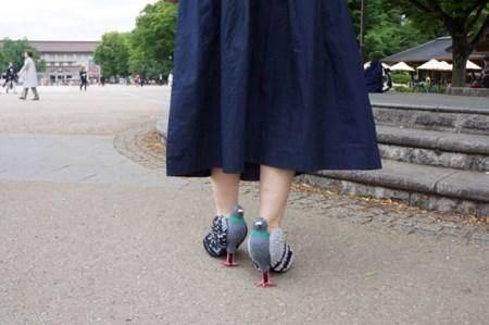 مدل کفش های این خانم جنجال به پا کرد (عکس)