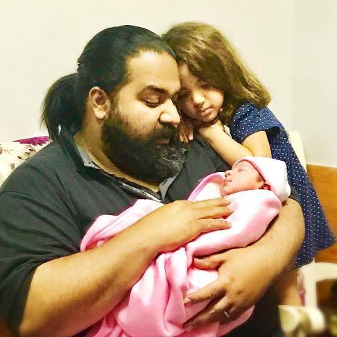 تولد فرزند خواننده محبوب کشورمان (عکس)