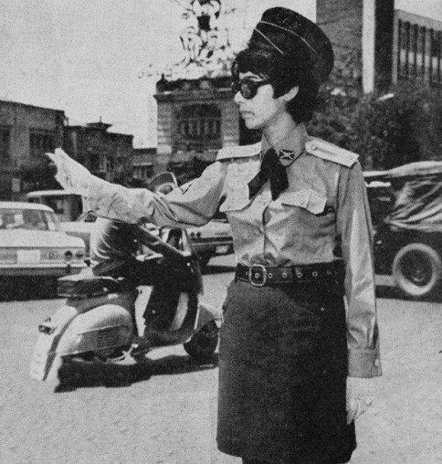 عکس دیدنی از یک پلیس زن در شهر تهران
