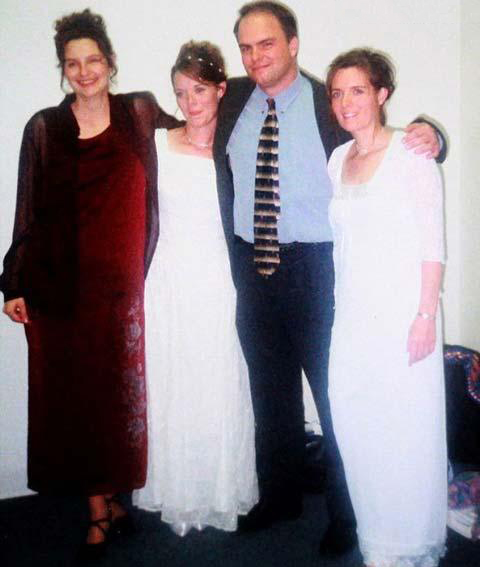 ازدواج همزمان این مرد با دوخواهر و خاله آنها (عکس)
