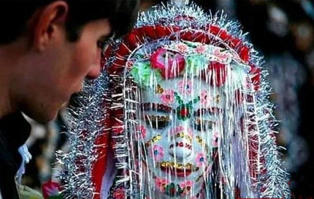 ترسناک ترین نوع گریم عروس در این کشور (عکس)