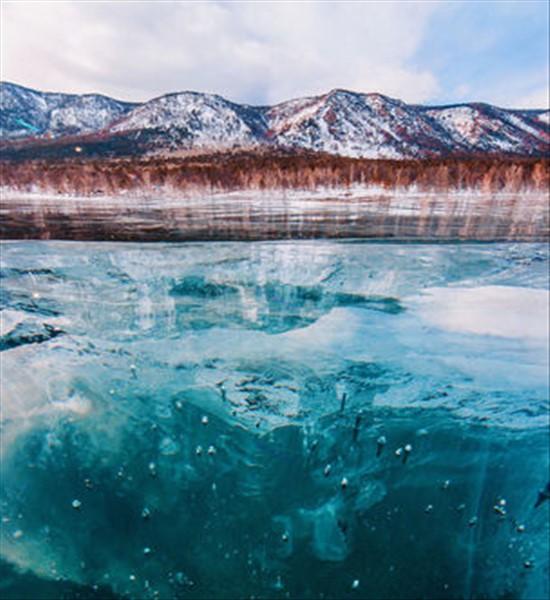 لذت قدم زدن روی این دریاچه ی شگفت انگیز (عکس)