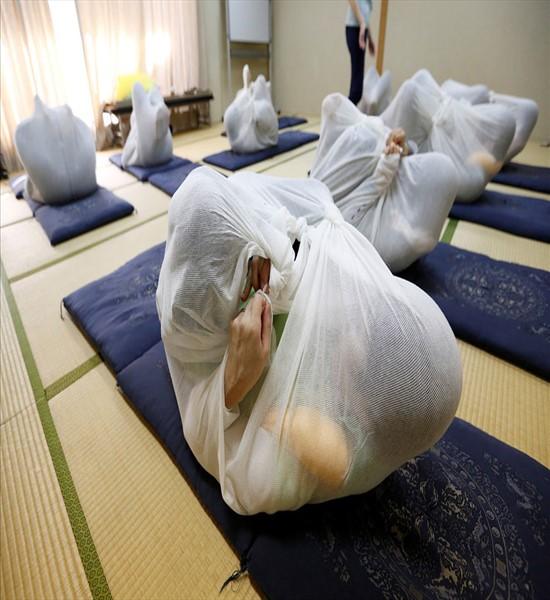 خنده دار ترین روش درمانی در توکیو (عکس)