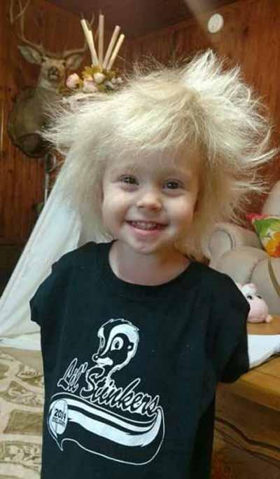 دختری با مزه با موهای شبیه انیشتین (عکس)