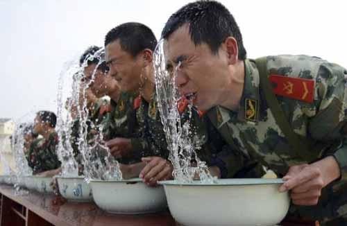 ترسناک ترین و بدترین نوع آموزشهای نظامی (عکس)