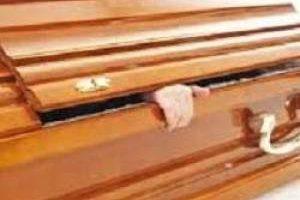 زنده شدن این زن در تابوت هنگام خاکسپاری (عکس)