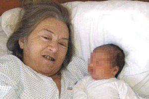 زایمان زنی در 60 سالگی آن هم بعد از طلاق (عکس)