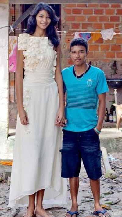 اختلاف قدی باور نکردنی این عروس با داماد (عکس)