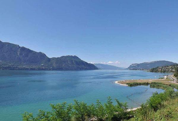عکس هایی از دریاچه های رویایی در فرانسه