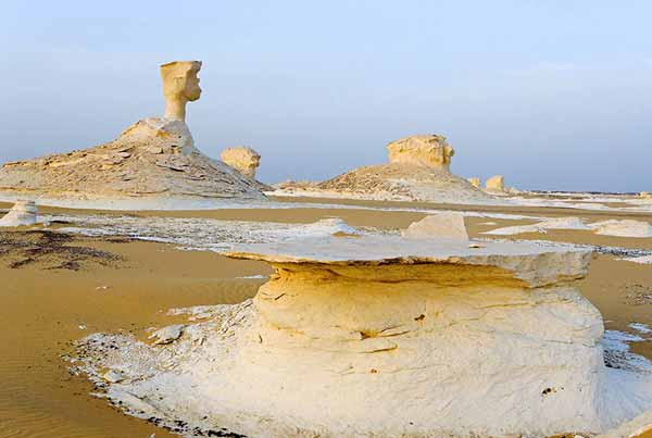 عجیب ترین بیابان دنیا که تغییر رنگ میدهد (عکس)