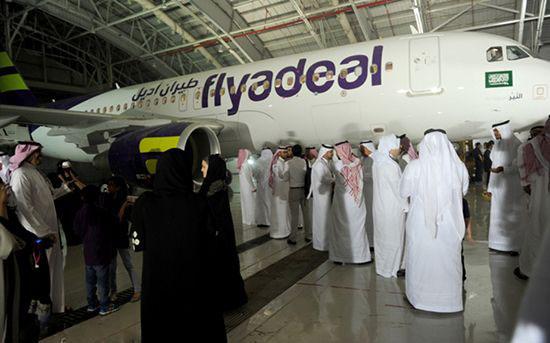 تیپ و استایل جدید زنان مهماندار در عربستان (عکس)