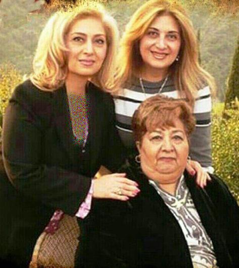 عکسی جدید از مادر و خواهر لیلا فروهر
