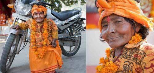 این زن کوتاه قد در هند مورد پرستش است (عکس)
