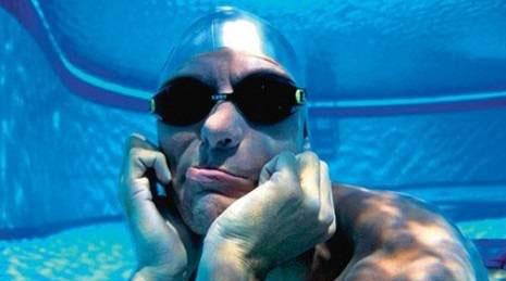 ثبت رکورد بیشترین نفس گیری زیر آب (عکس)