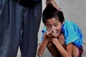 این پسر بعد از ده سال حبس خانگی آزاد شد (عکس)
