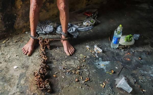 زندانی شدن این مرد توسط خانواده اش به مدت 17 سال (عکس)
