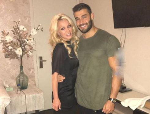 چهره بدون آرایش بریتنی به همراه دوست پسر ایرانی اش