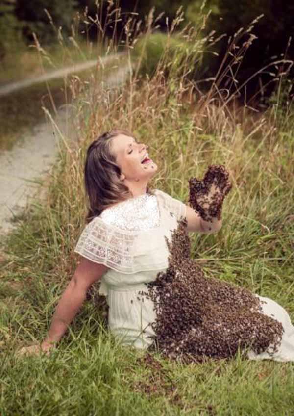 حمله 20 هزار زنبور به شکم این زن حامله (عکس)