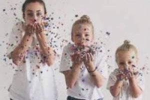 ابتکار جالب این مادر و دو دختر زیبایش (عکس)