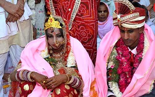 یک ازدواج جالب در شهر زنان بیوه (عکس)